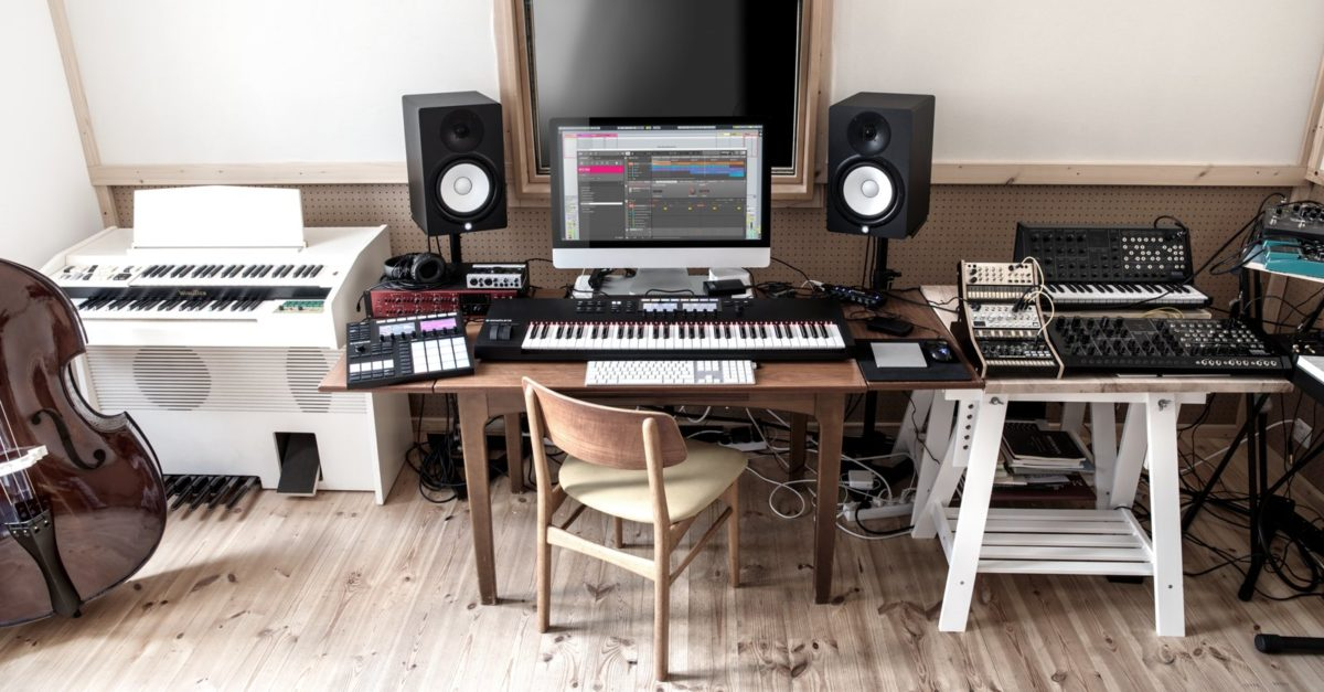 Maschine MK3 and Komplete Kontrol 49/61 MK2 are the driving force of many studios and musicians worldwide.