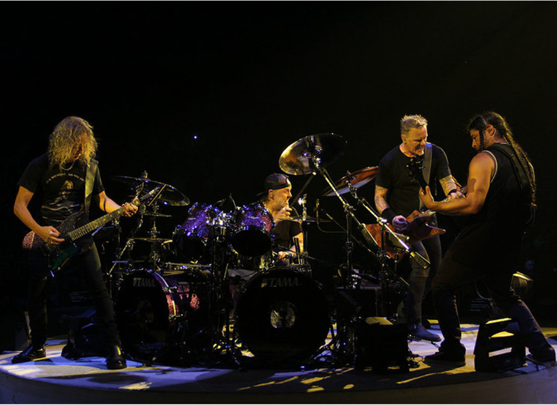 A look at Metallica's Live Guitar Rigs!