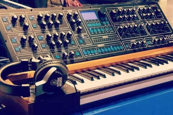 Argentina's Zeus Polyphonic Analogue Synthesizer